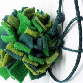 Schnüffelball mit Band, grün